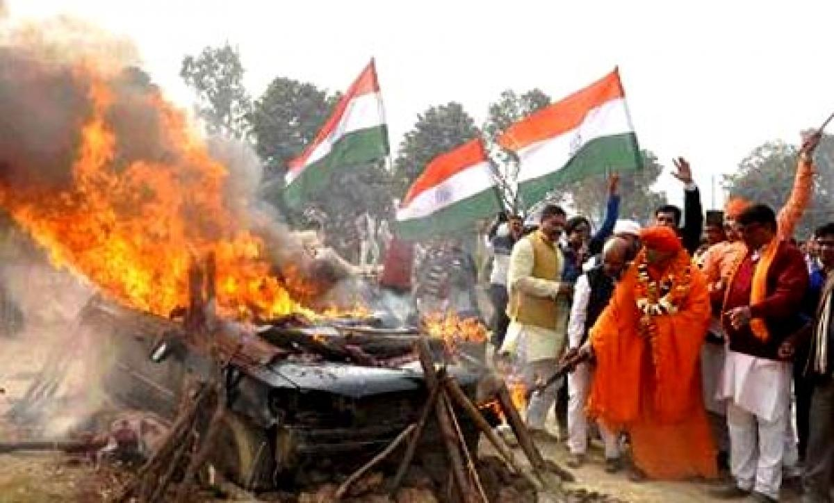 Hindu Mahasabha leader sets Dawoods car on fire in UP
