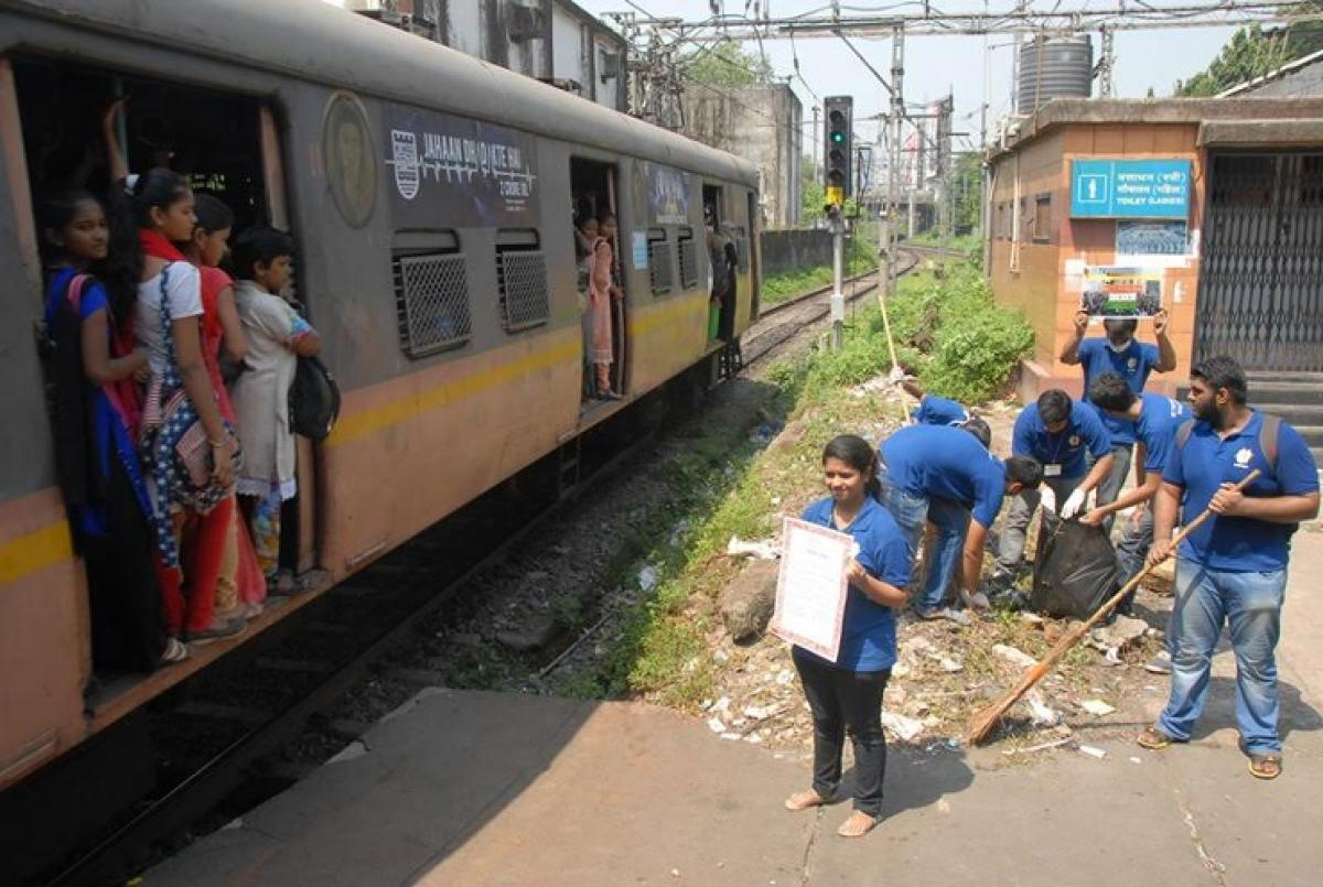 Chembur Station Cleanup drive by VES Institute of Technology Students