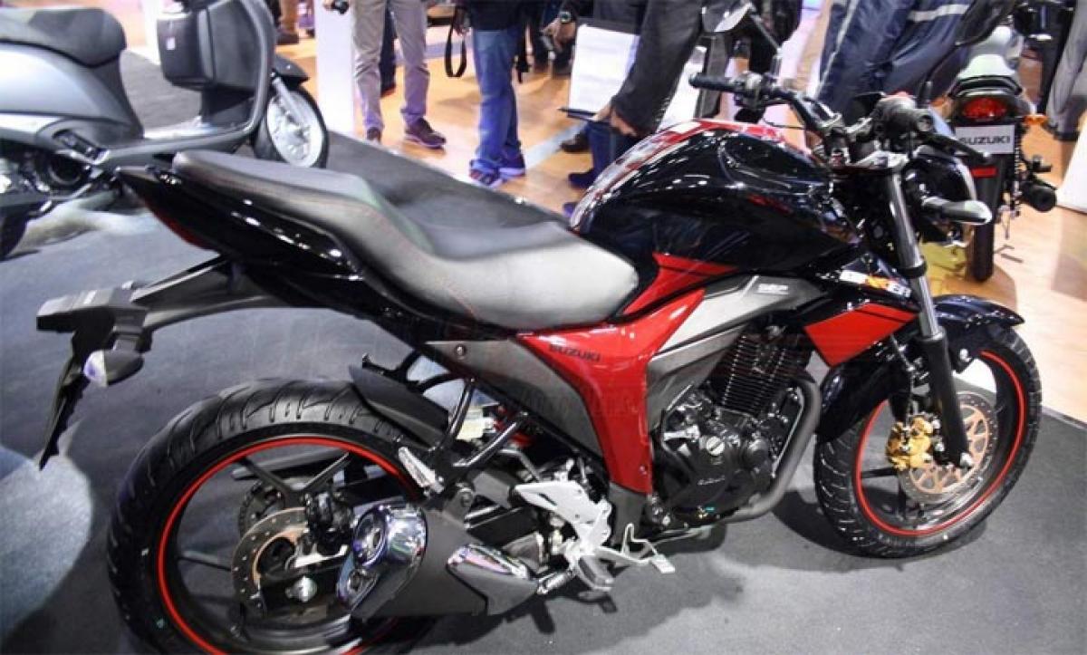 Suzuki Gixxer and Gixxer SF FI with Rear Disc Brake at 2016 Auto Expo