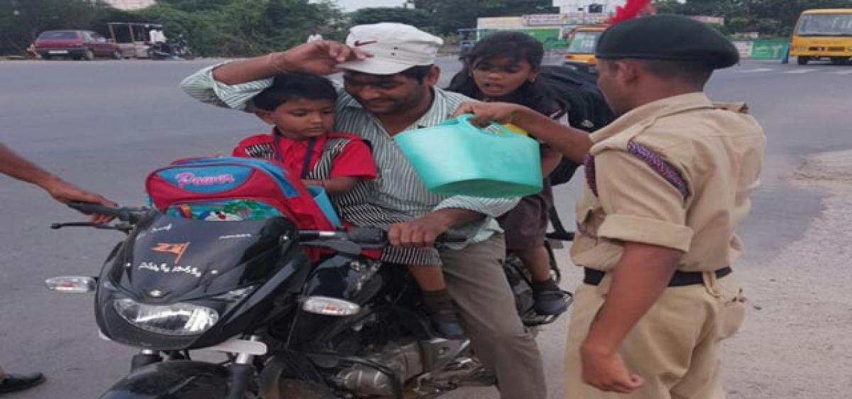 NCC cadets come to the rescue of traffic cops