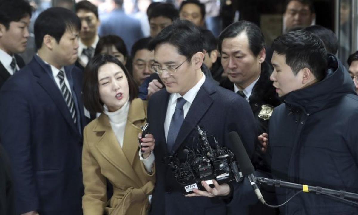 Seoul court begins to deliberate Samsung chief