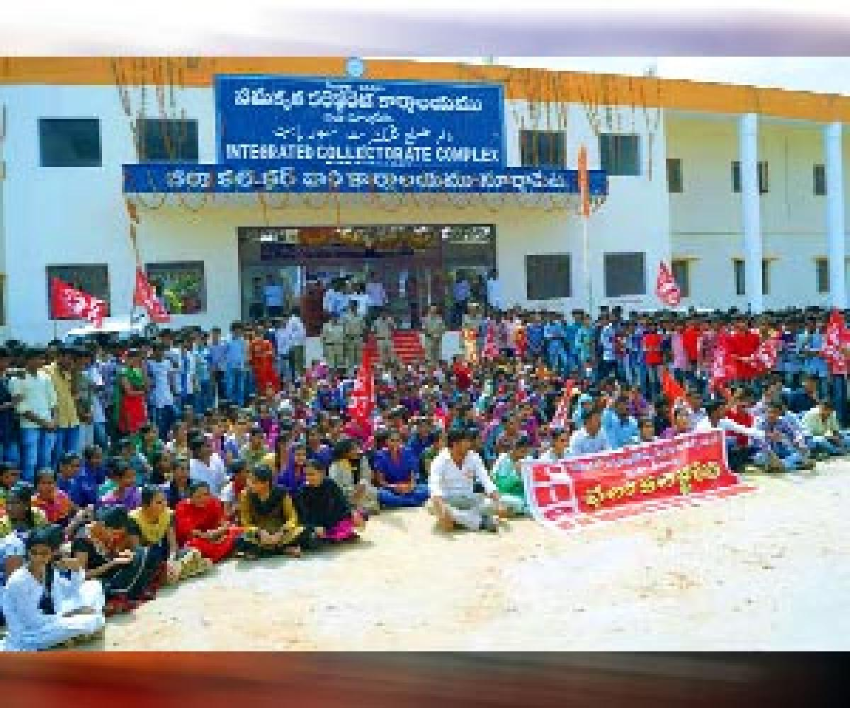PDSU stages dharna at Collectorate