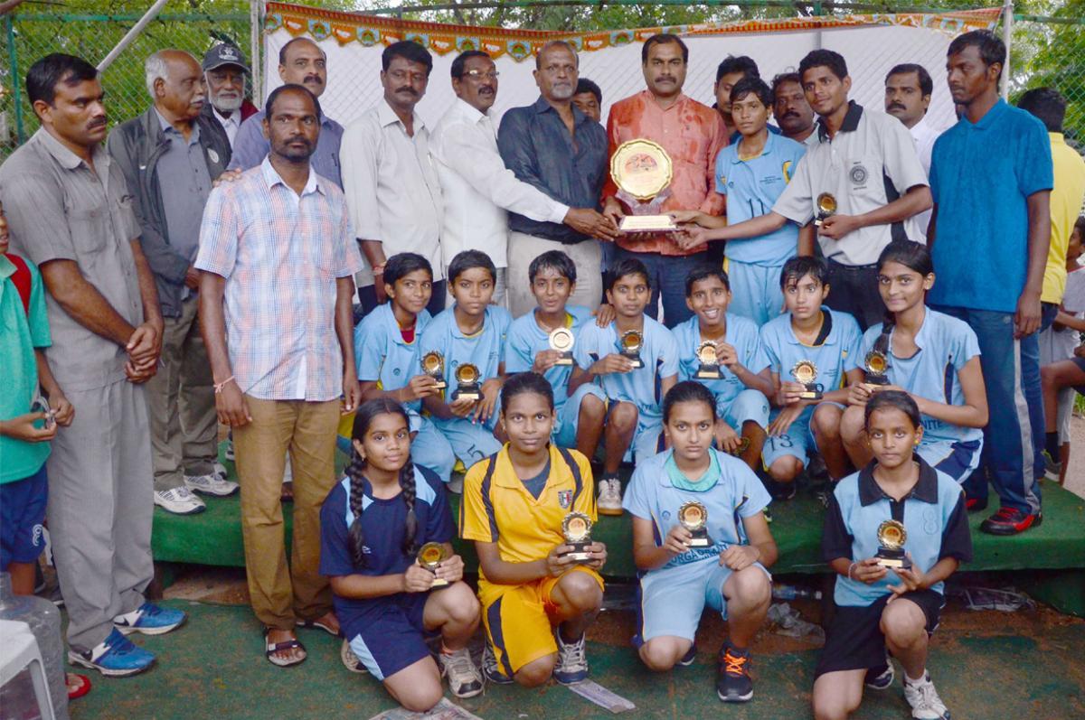 Karimnagar eves emerge champs