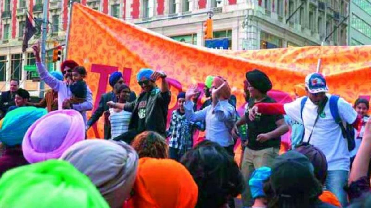 US: Sikhs tie turbans to New Yorkers, tourists at Times Square on Turban Day