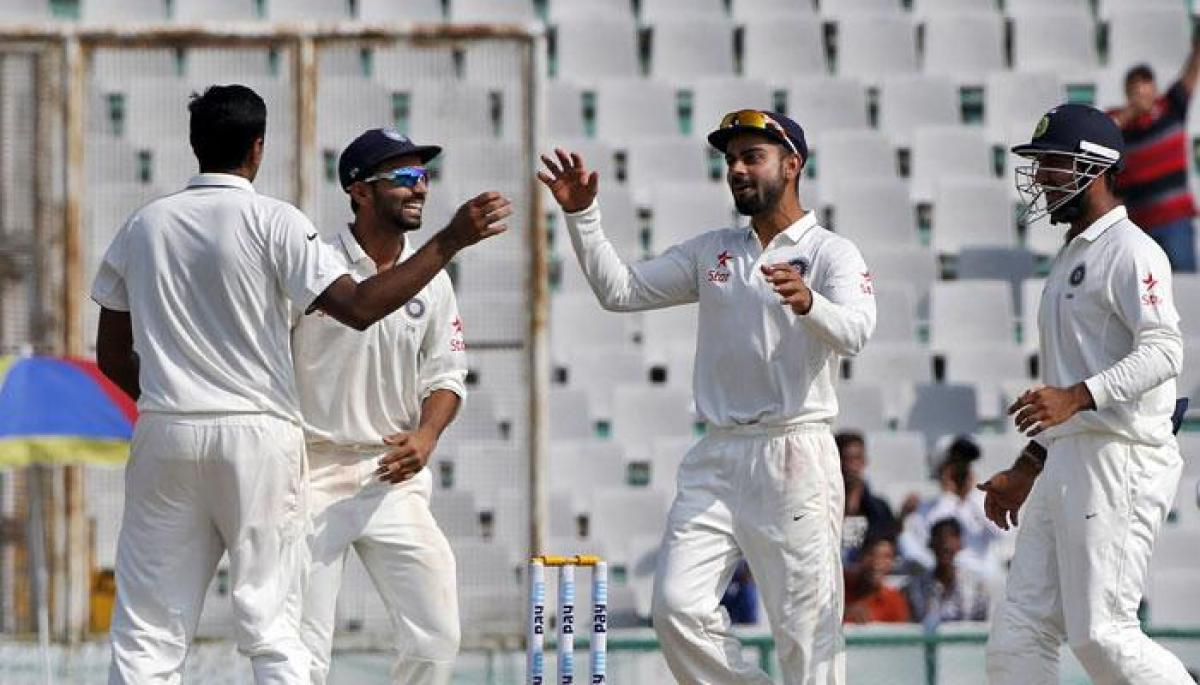 Ind Vs NZ: Kiwis falter after losing four wickets, rain stops play at 85/4