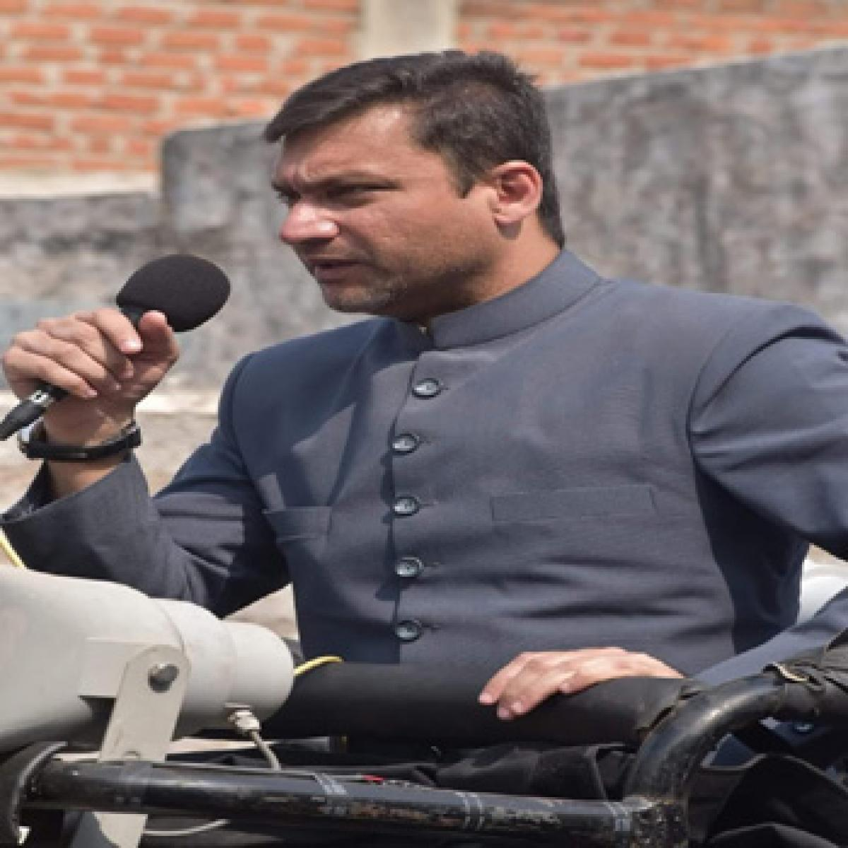 Akbar demands inquiry into land deals during Cong regime