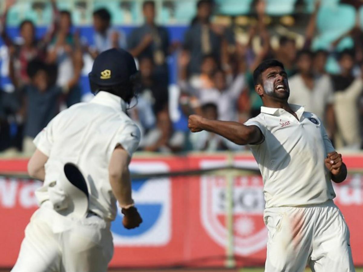 Ashwins five-wicket haul gives India 200-run lead