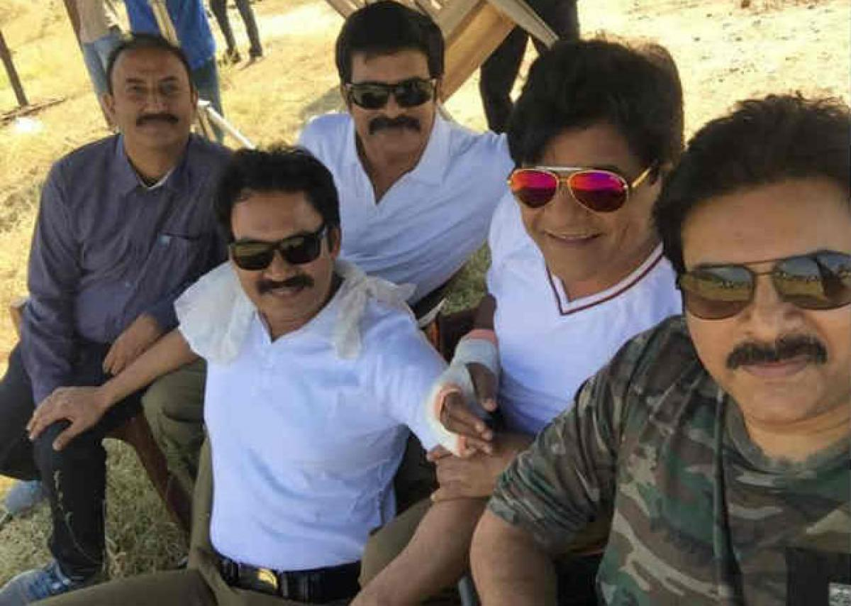 Pawan brainstorms with Sardaar Gabbar Singh crew at Saloon?