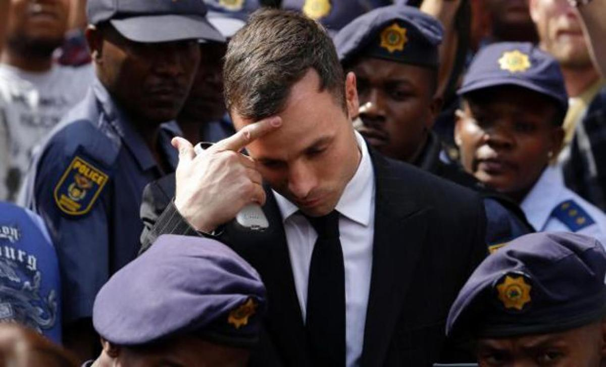 Oscar Pistorius lawyers: Prosecutors persisting with failed case