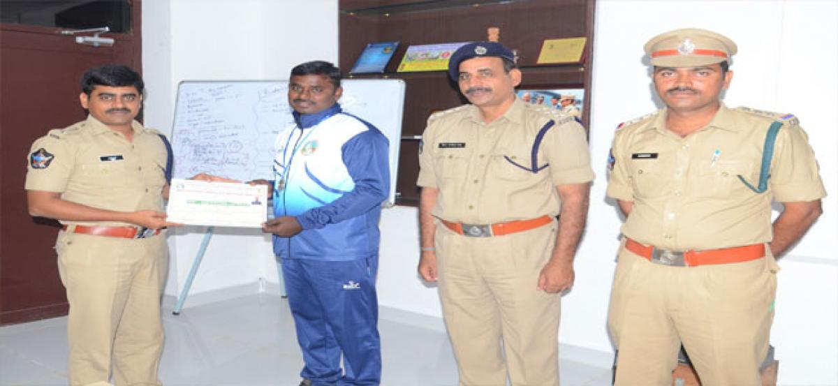 Constable wins hand ball silver, honoured by SP