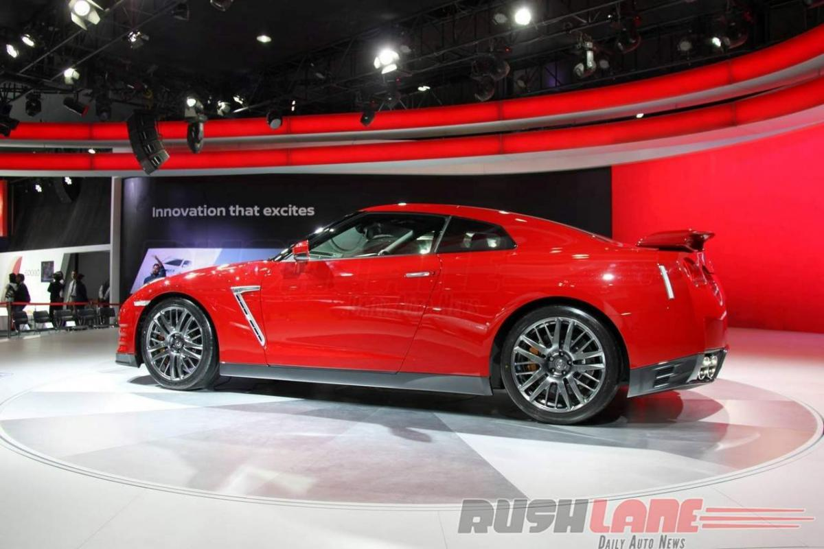 Nissan GT-R features, price in India Auto Expo 2016