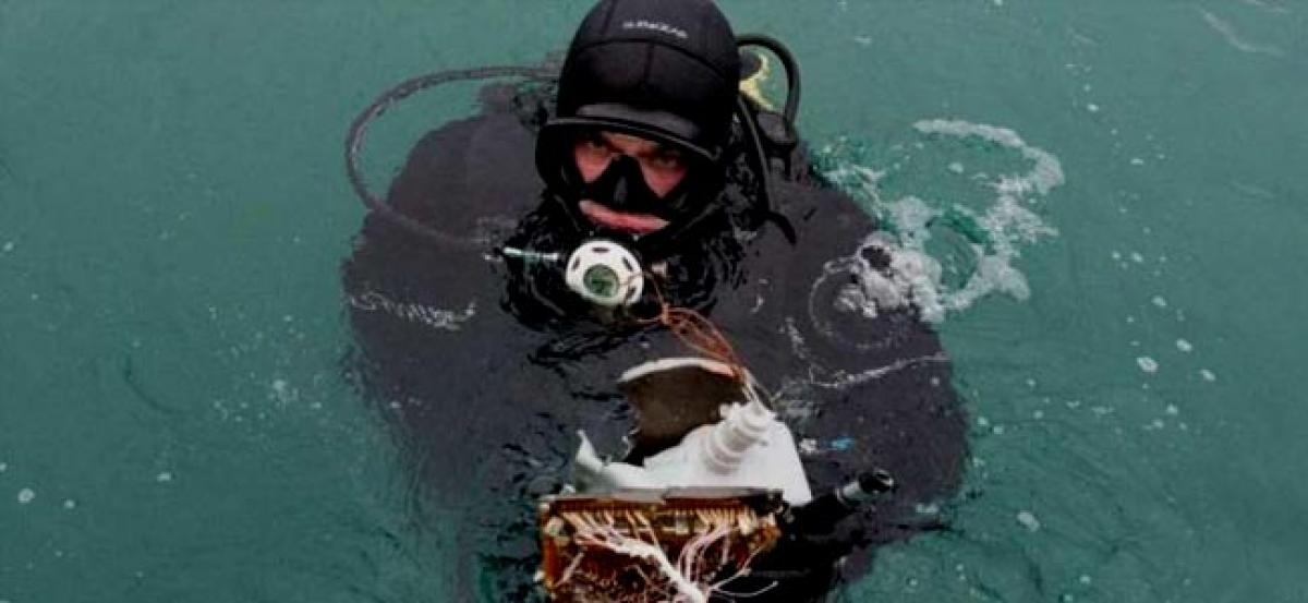 Russia recovers second flight recorder of crashed Tu-154