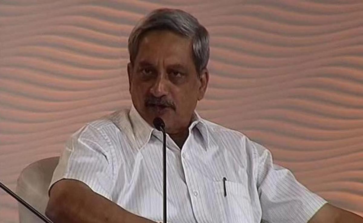 Manohar Parrikar Backs Free Speech But Within Legal Framework
