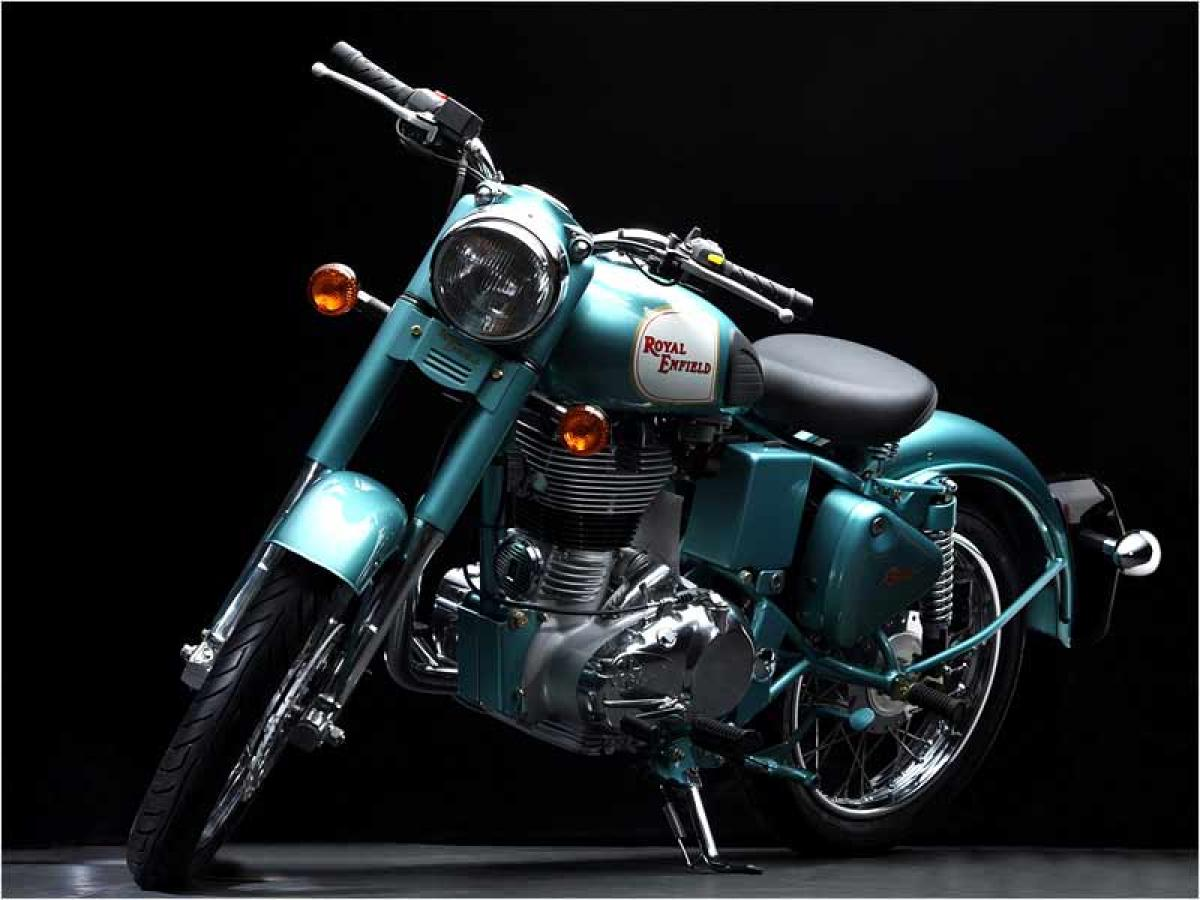 Royal Enfield Classic 500 Squadron Blue features, price in India