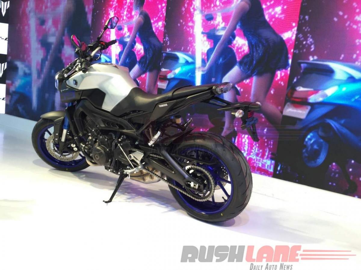 Spotted: 2016 Yamaha R15 V2.0 color themes