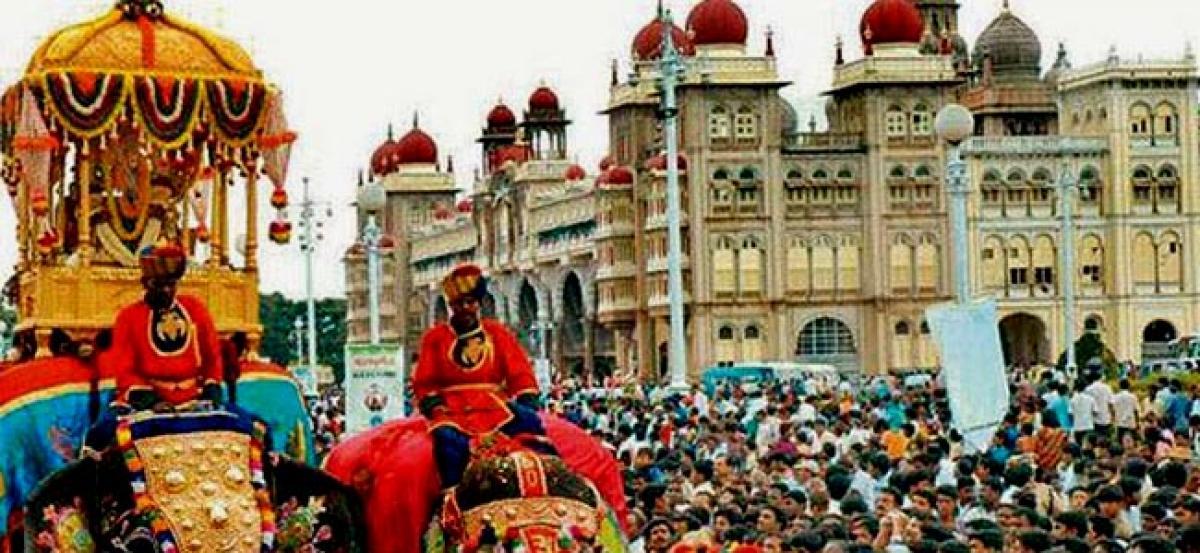 Grand victory parade marks Dasara finale in Mysuru