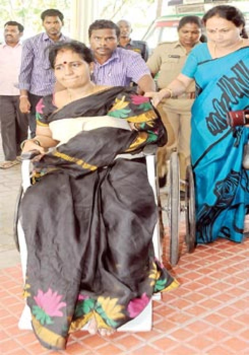 Civic chief injured as TDP YSRCP activists clash at Nagari