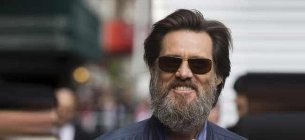 Jim Carrey defends Kathy Griffin on Trumps severed head photo