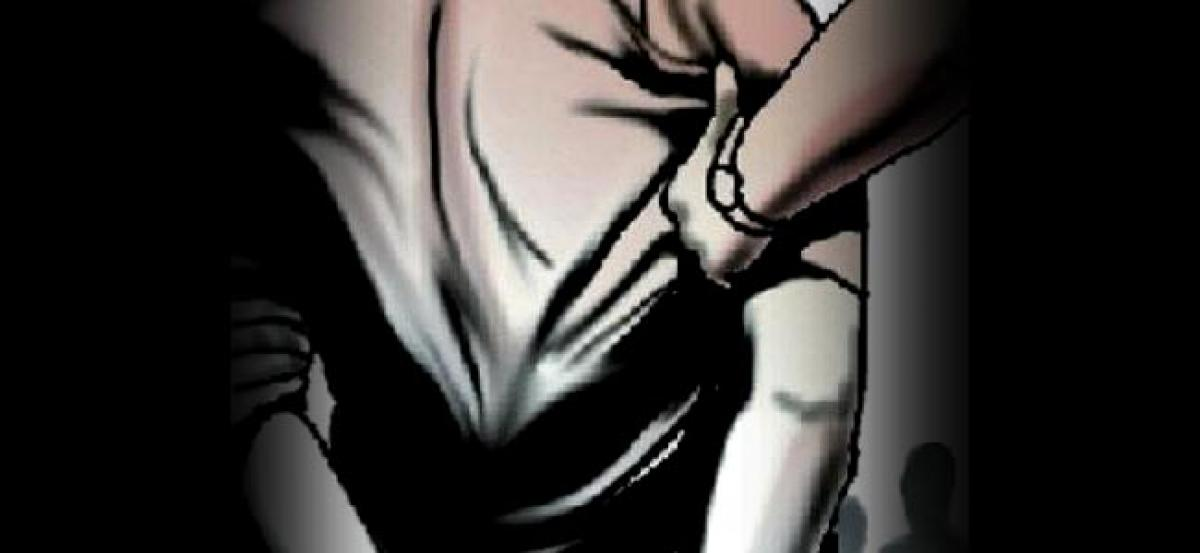 IPS officers servant held for theft; attack on minor girl