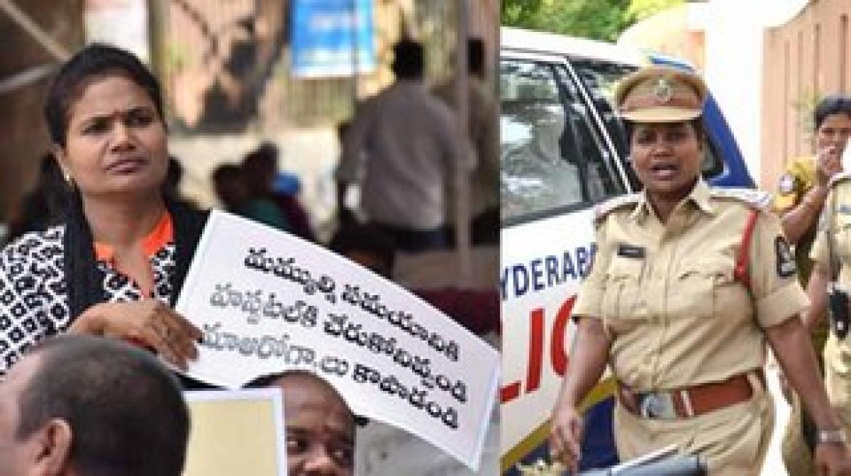 Female Inspector seen with placard at 'Dharna Chowk', probe ordered