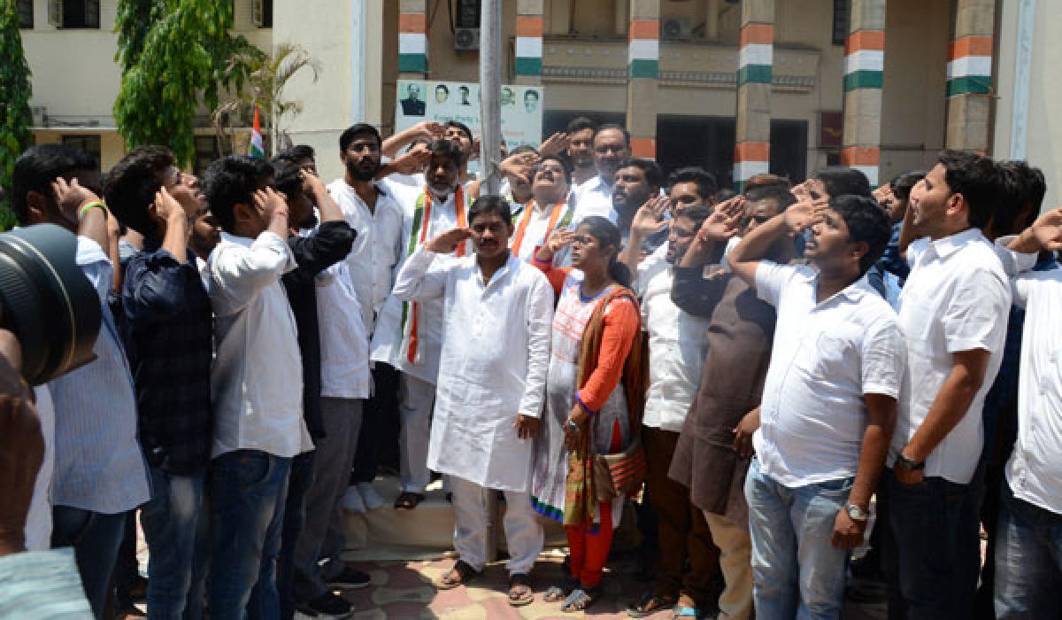 Cong leaders instil 'fighting spirit' in students