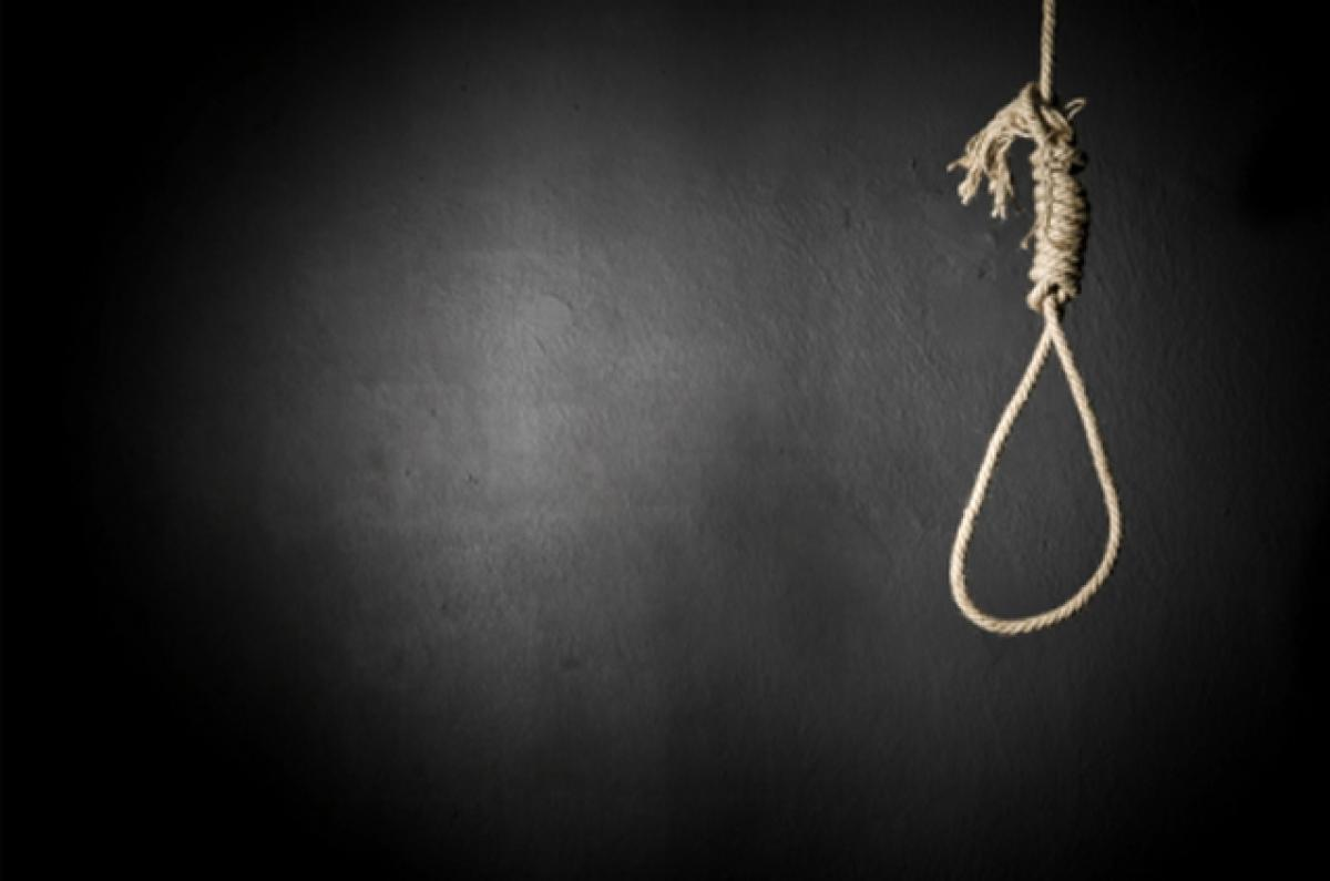 Couple commit suicide in Guntur, husband survives