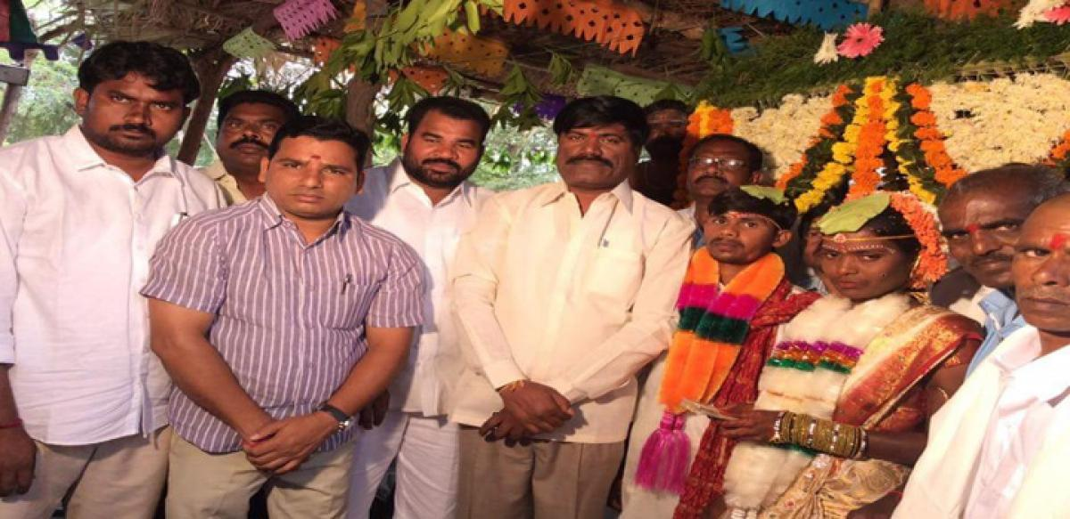 KCR extends monetary help to farmer's daughter's marriage