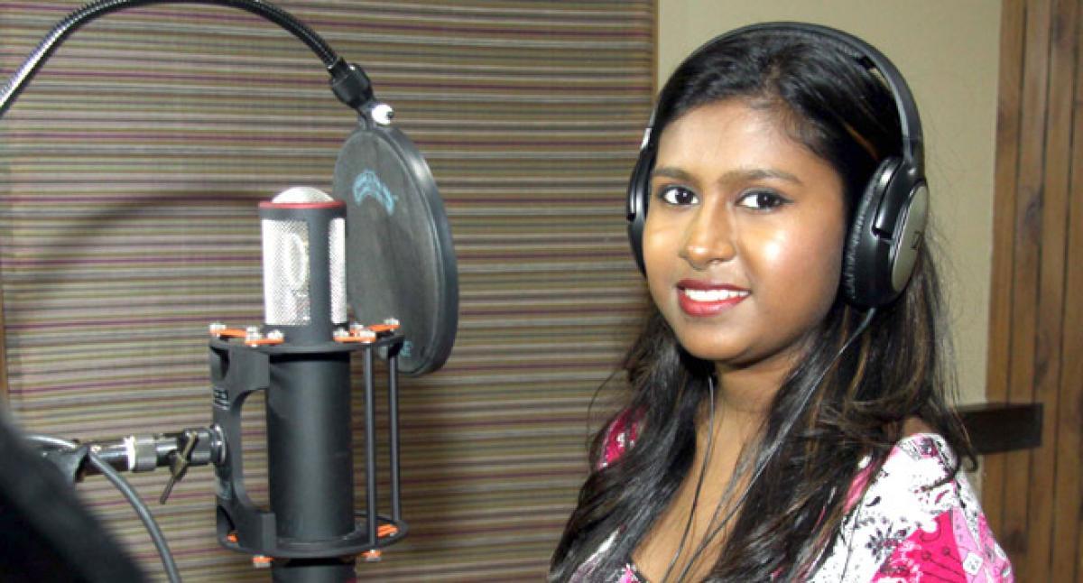 Sanchiti Sakat dubs an Item Song for Marathi film Jidda