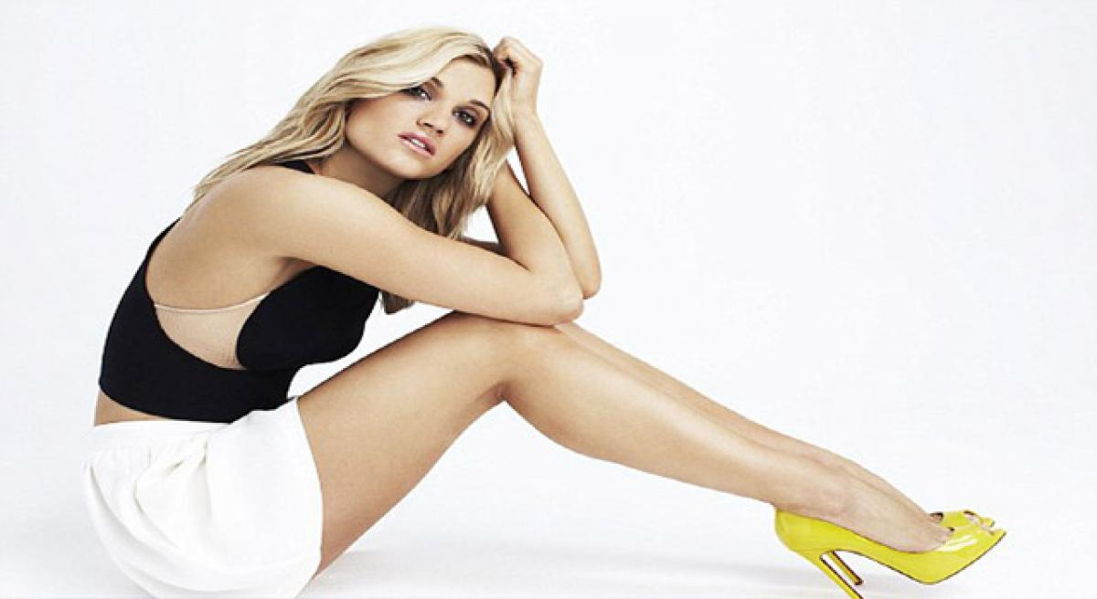 What are Ashley Roberts beauty essentials?