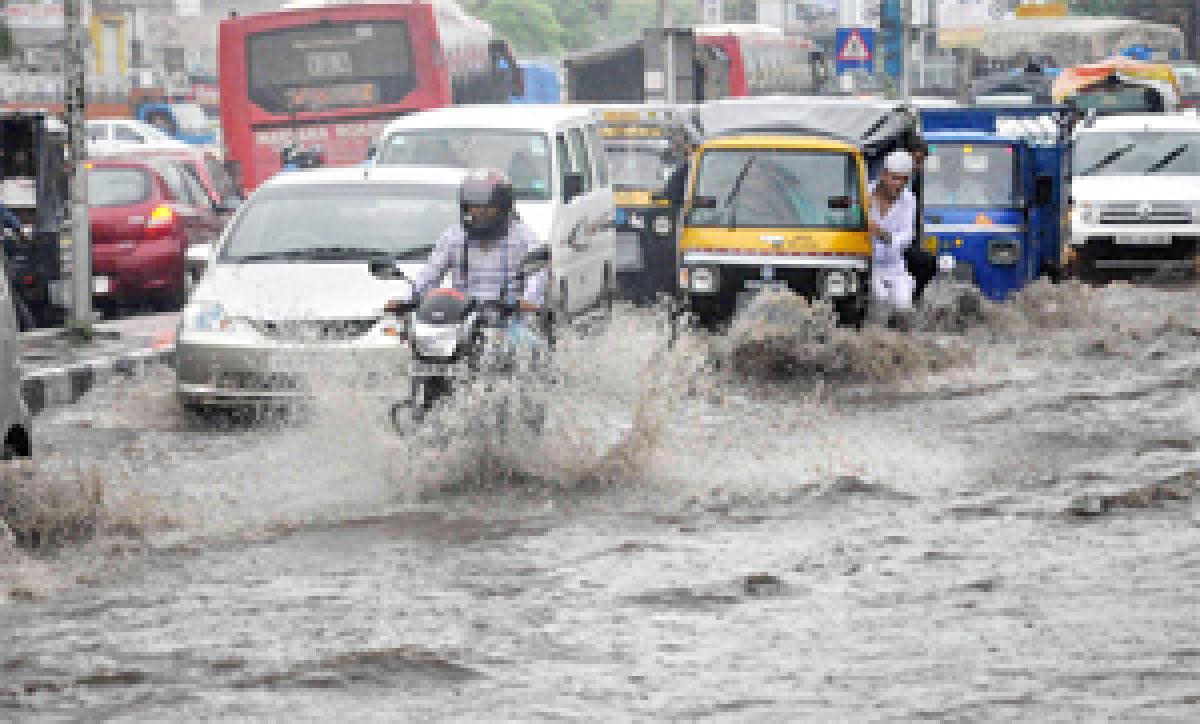Rains continue to lash Delhi, water logging in many areas
