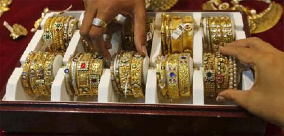 Gold prices fall Rs 123 in futures trade on global cues