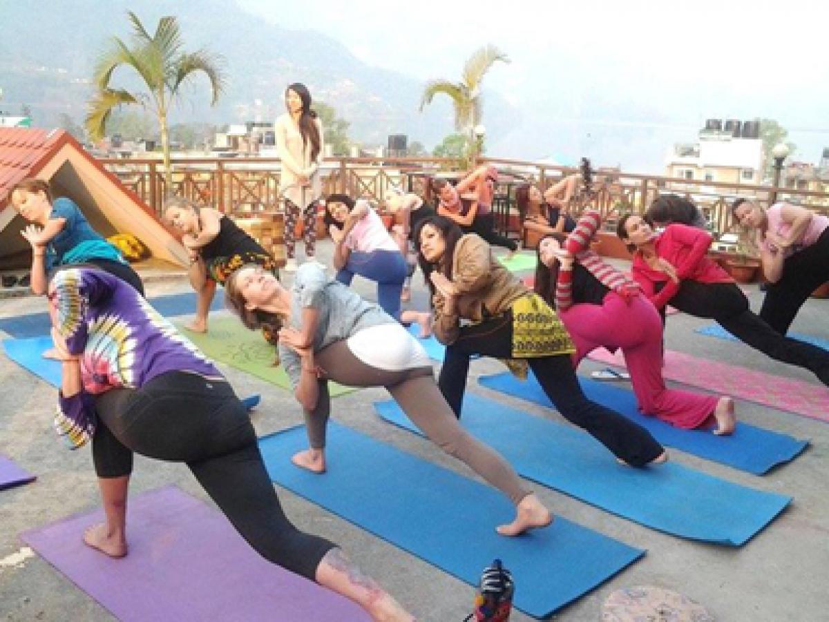 Lauding BC school offering yoga, Hindus urge yoga in all Canada schools