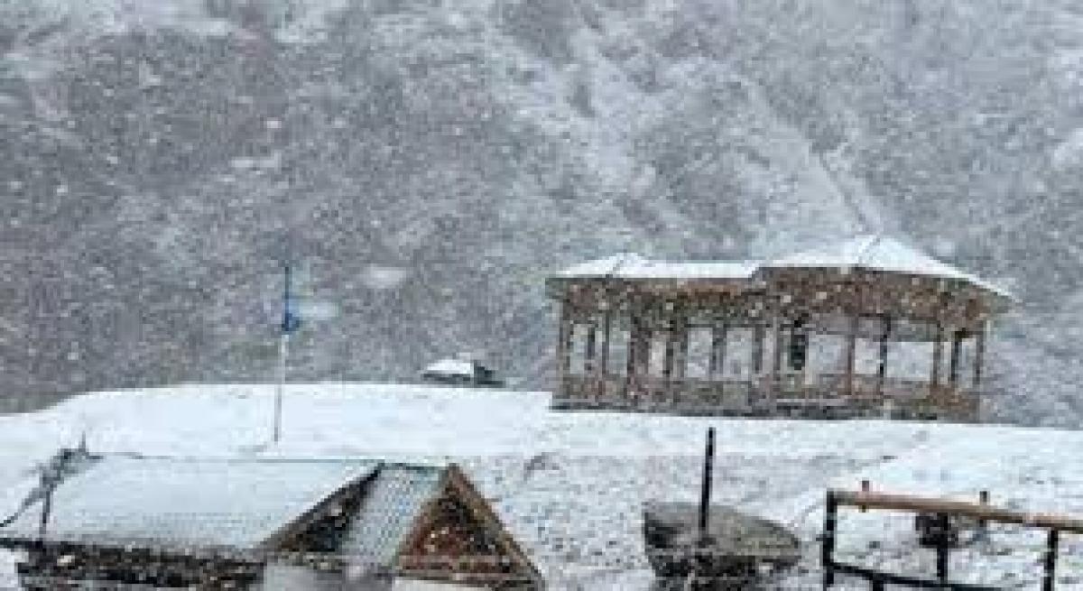 Kashmir Valley shivers, Leh freezes at minus 12 degrees