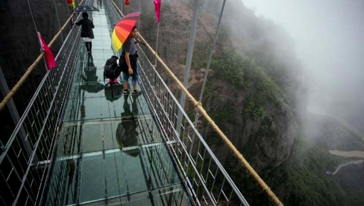 Chinas new glass bridge tests courage
