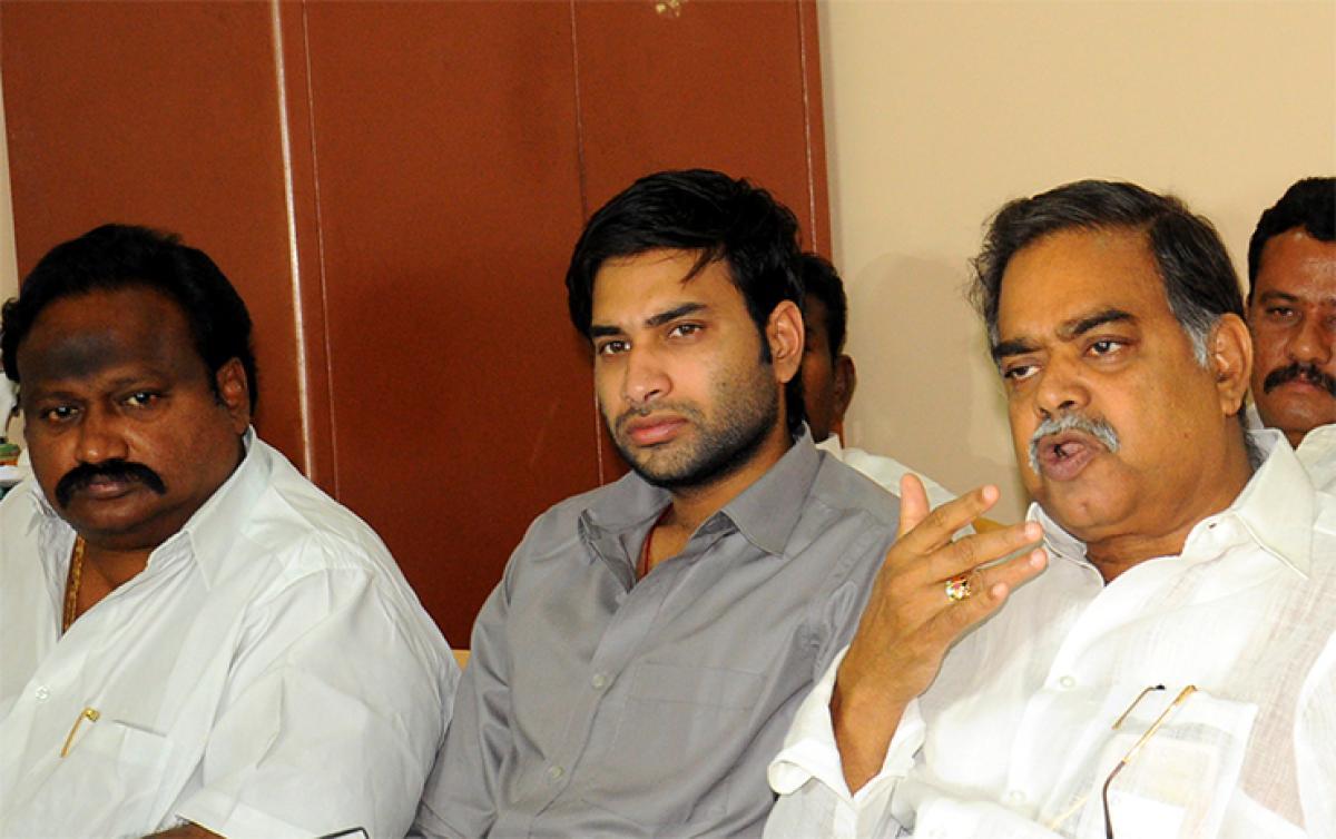 Naidu brings disgrace to Telugu-speaking people: APCC