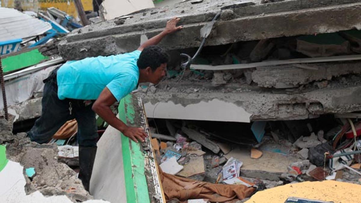 Deadly temblor strikes Ecuador, kills 246