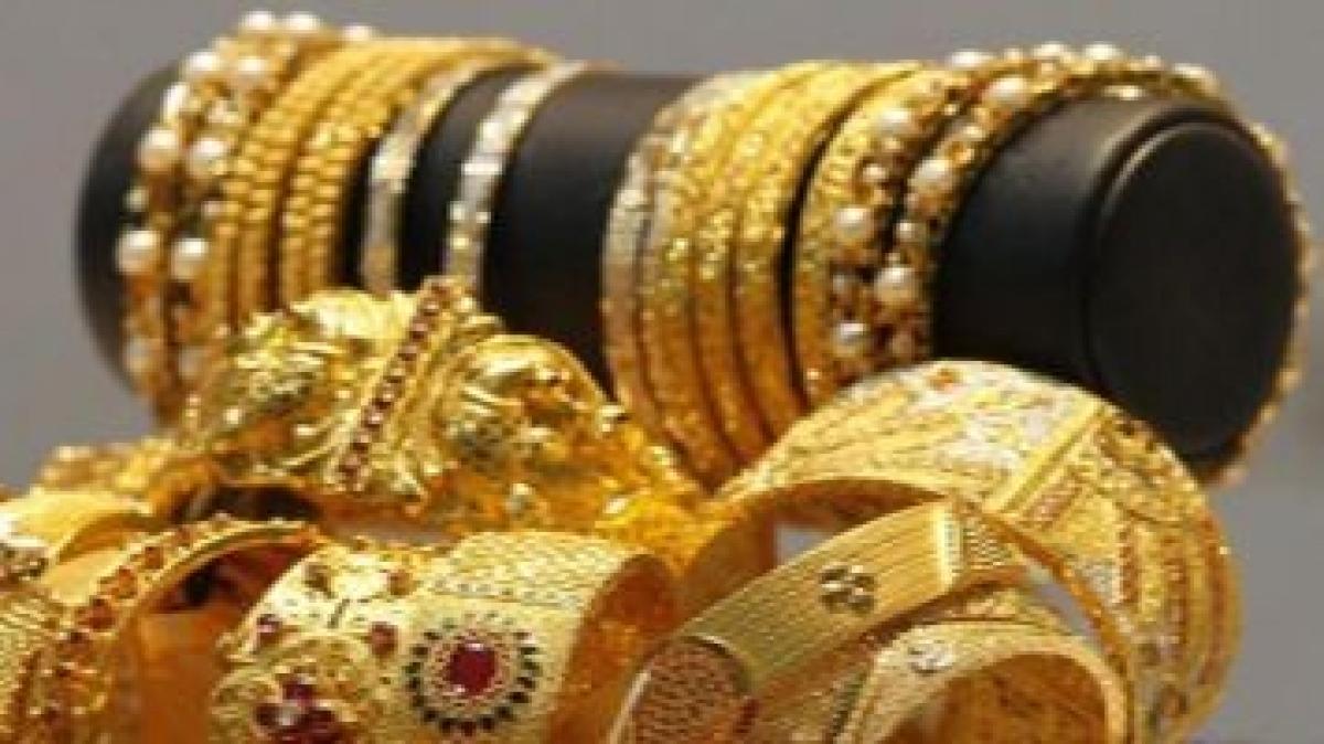 Gold futures drop Rs 72 on weak global cues