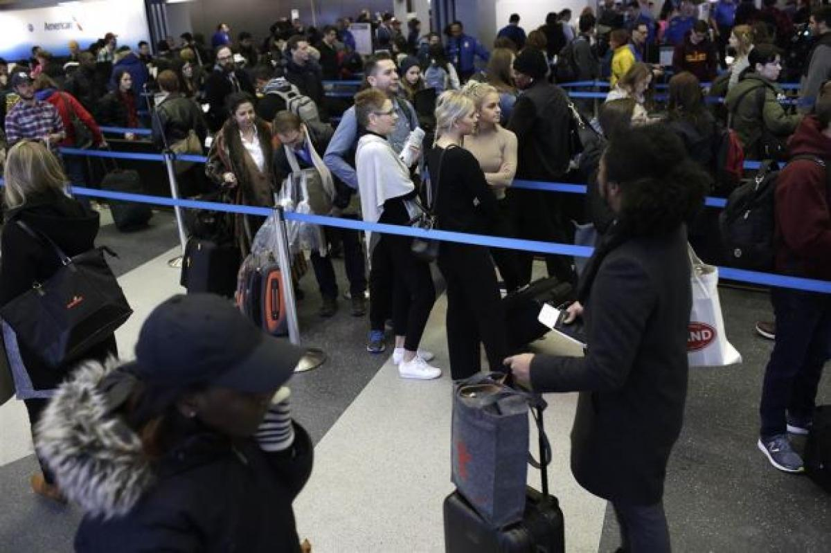 US Customs computer collapse leaves thousands of passengers waiting