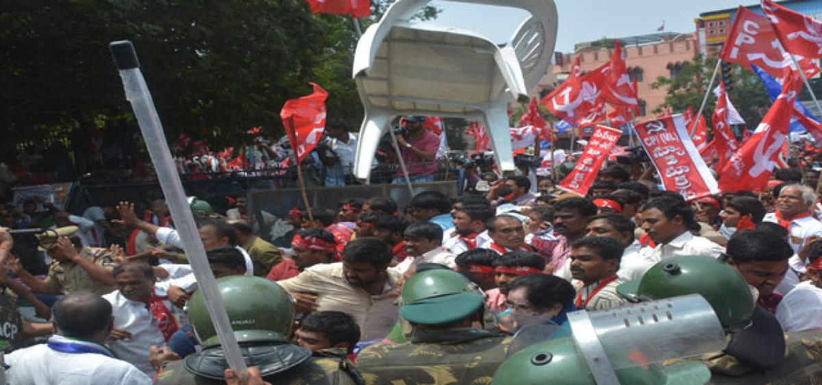 Group clash turns Occupy Dharna Chowk strike violent