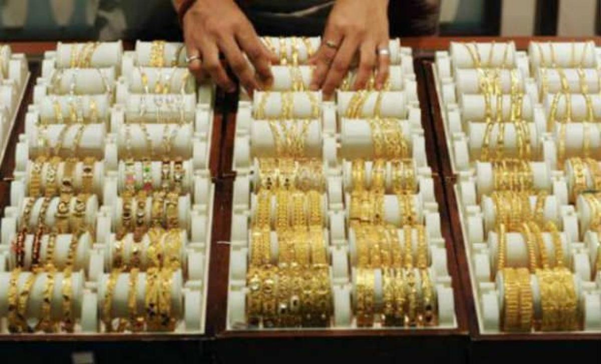 Gold up in futures trade on global cues