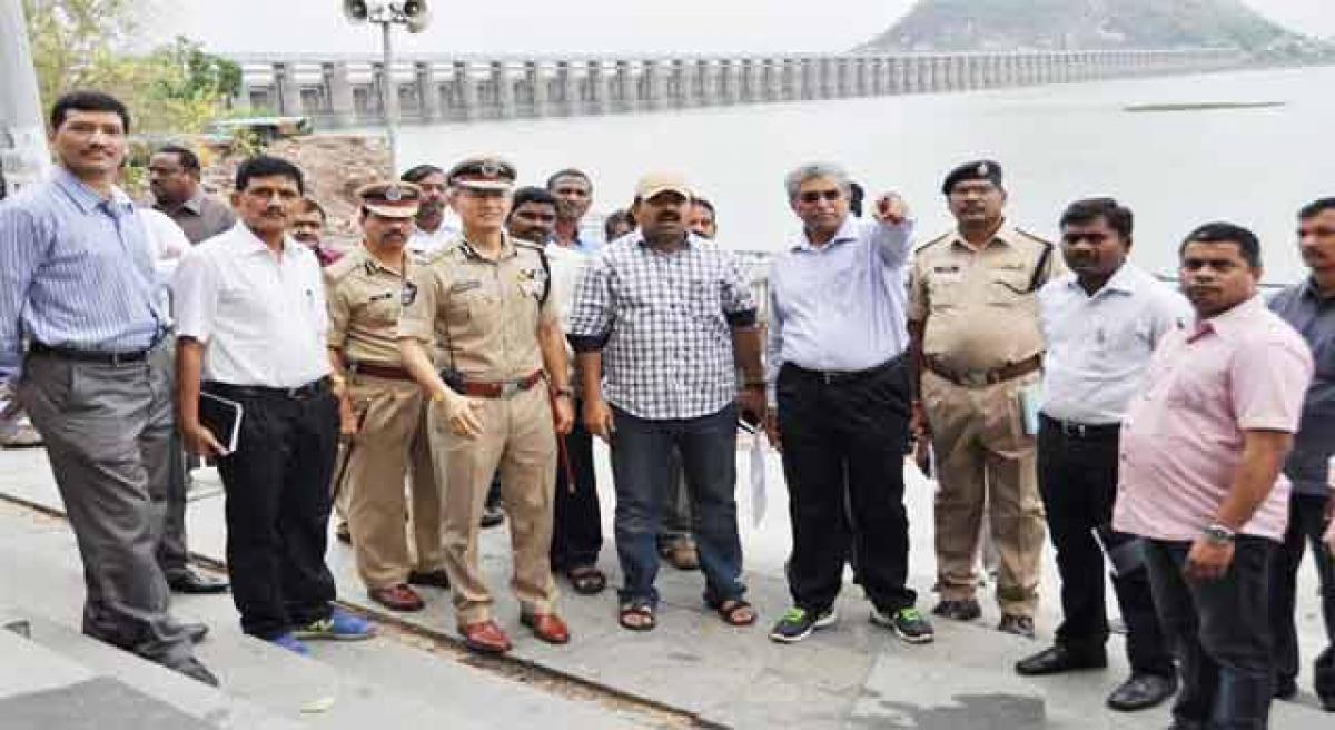 DGP inspects pushkar ghats, stresses safety