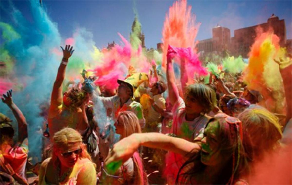 Indian Embassy in Cairo throws Holi party
