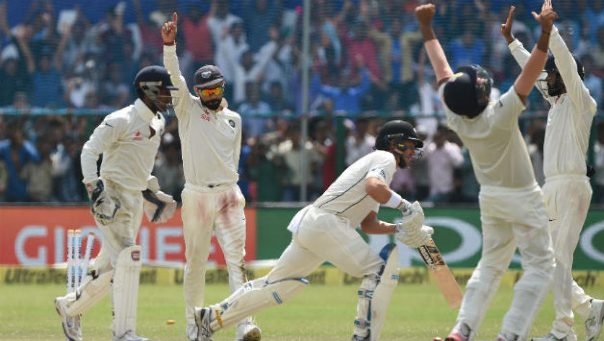 India aim for 3-0 as New Zealand innings wraps up at 299