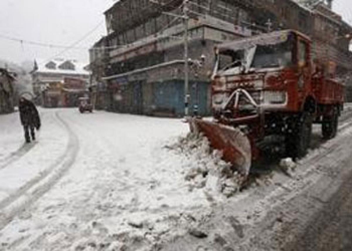 Fresh spell of rain, snow in Kashmir