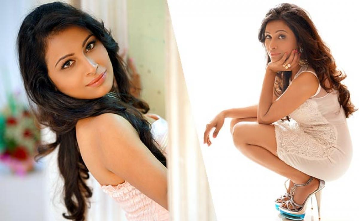 Check out: Actress Kesariees Photoshoot for fans