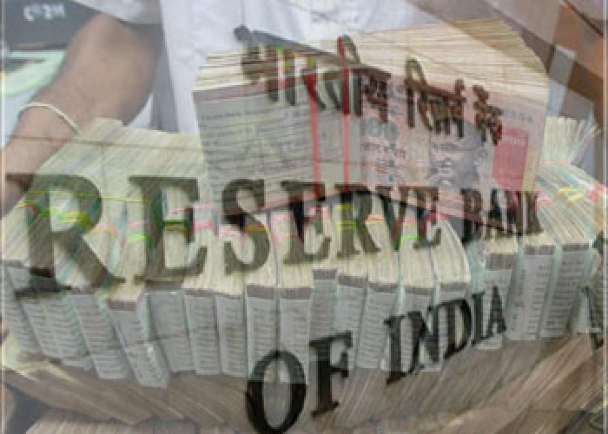 Indias current account deficit falls in Q3