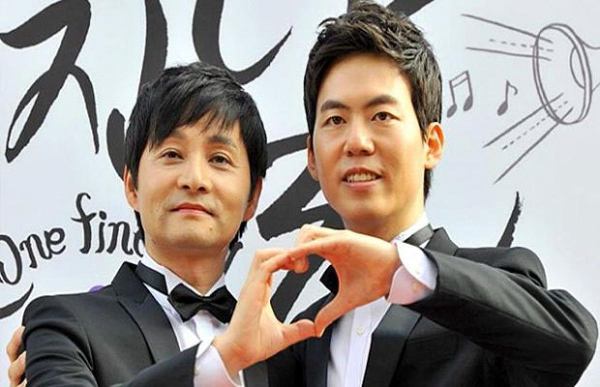 South Korea gay couple sues officials to get marriage recognised