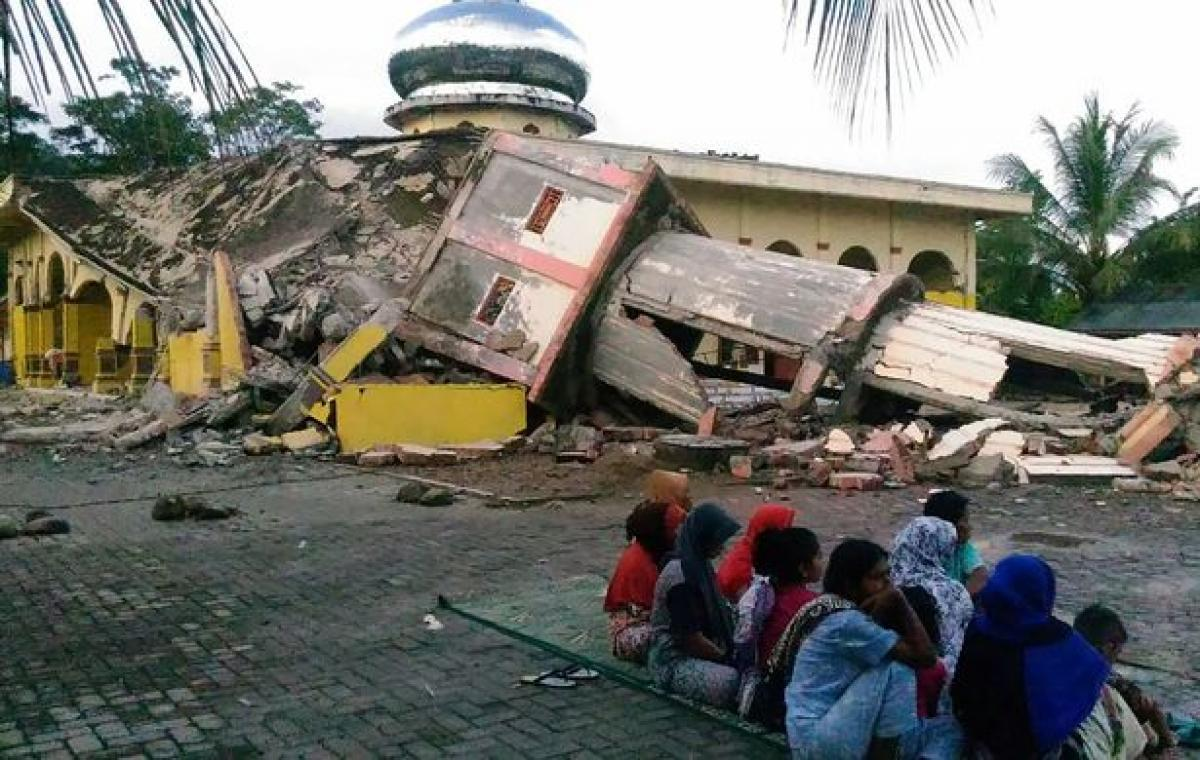 Earthquake of 6.4 magnitude strikes Indonesia, 54 killed