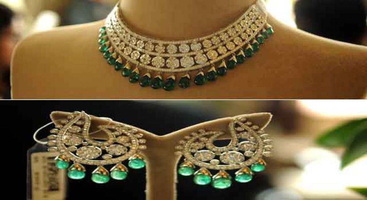 Glistening splendour adorns elegance