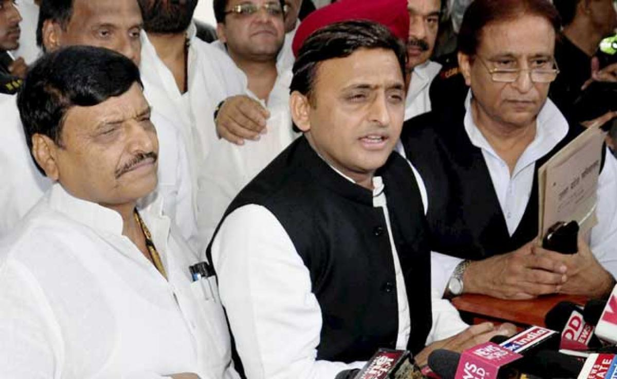 Akhilesh Yadav, Uncle Shivpal Under One Roof After 104 Days